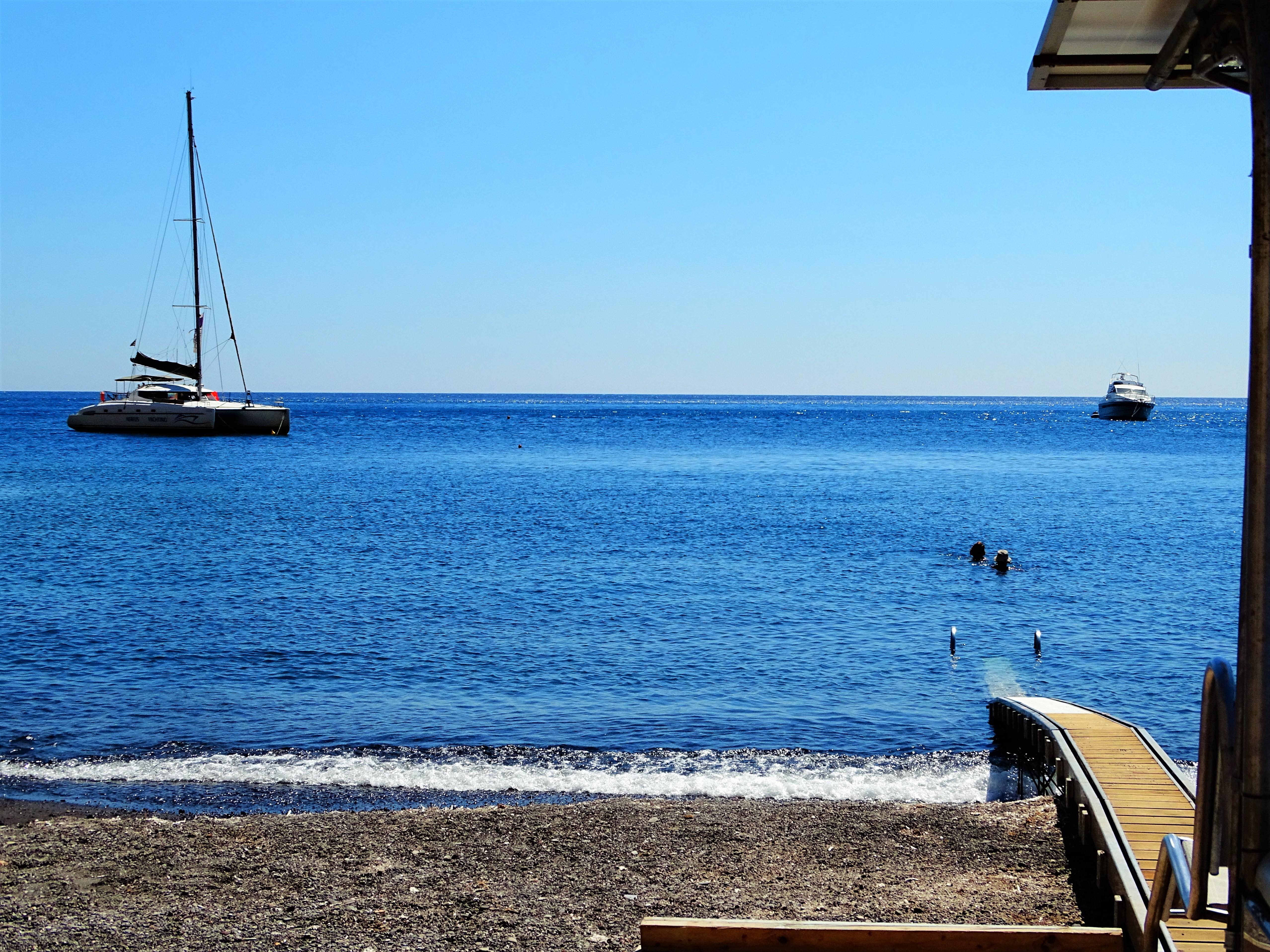 Praia de Perissa, Santorini, Grécia